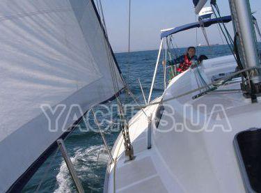 Вид с носа на корму яхты Estra - Yachts.ua