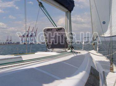 Вид на нос парусной яхты Эстра - Yachts.ua