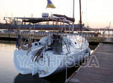 Парусная яхта Estra на закате - Yachts.ua