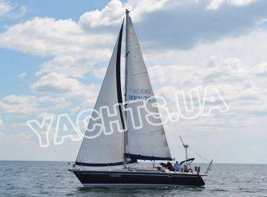 Яхта Бенету Фёрст 38 под парусами - Yachts.ua