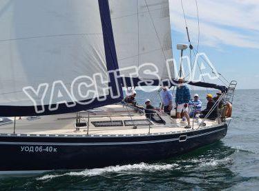 Гости отдыхают на яхте Бенету Фёрст 38 - Yachts.ua