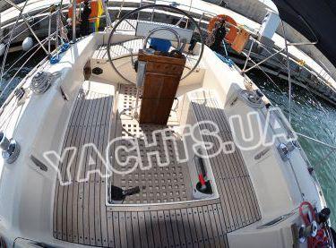 Кокпит с тентом на парусной яхте Бенету Фёрст 38 - Yachts.ua