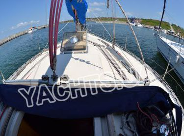 Палуба парусной яхты Бенету Фёрст 38 - Yachts.ua