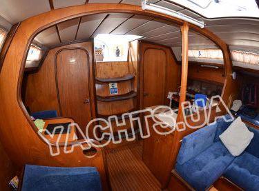 Вид на камбуз яхты Бенету Фёрст 38 - Yachts.ua