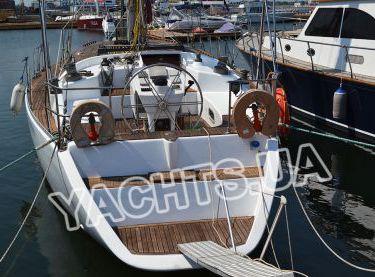 Вид на парусную яхту Р15 сзади - Yachts.ua