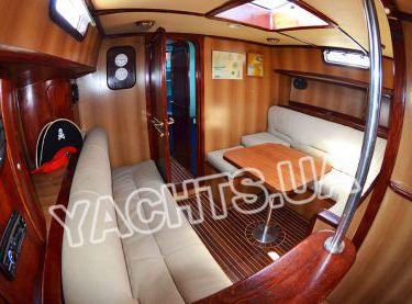 Кают-компания внутри парусной яхты Р15 - Yachts.ua