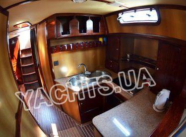 Кухня на парусной яхте Р15 - Yachts.ua
