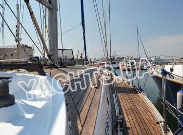 Вид на носовую часть парусной яхты Р15 - Yachts.ua