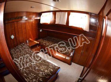 Каюта с двумя одноместными кроватями на яхте Роял Марис - Yachts.ua