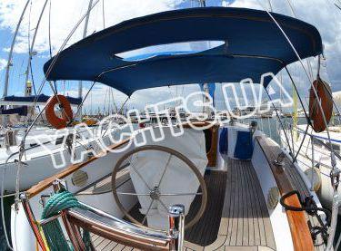 Кокпит с тентом парусной яхты Флавия - Yachts.ua