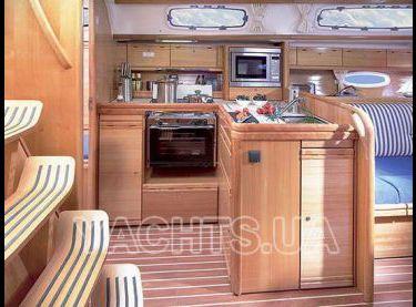 Вид на камбуз яхты Бавария 38 - Yachts.ua
