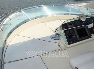 Матрасы на флайбридже на яхте Fairline 62 - Yachts.ua