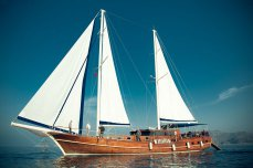 VIP яхта Роял Марис под парусами - Yachts.ua