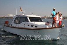 Вид на яхту Адмирал с носа - Yachts.ua