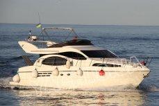 Общий вид яхты Азимут 46 в Одессе - Yachts.ua